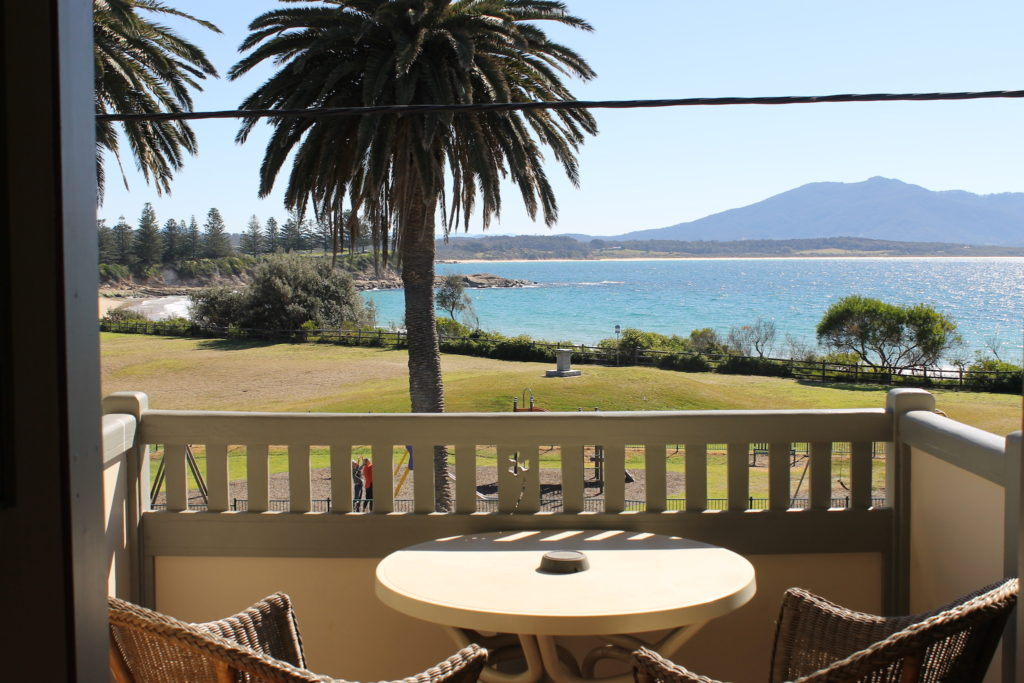Bermagui-beach-hotel-pub-accommodation-motel-king-balcony-ensuite-bathroom