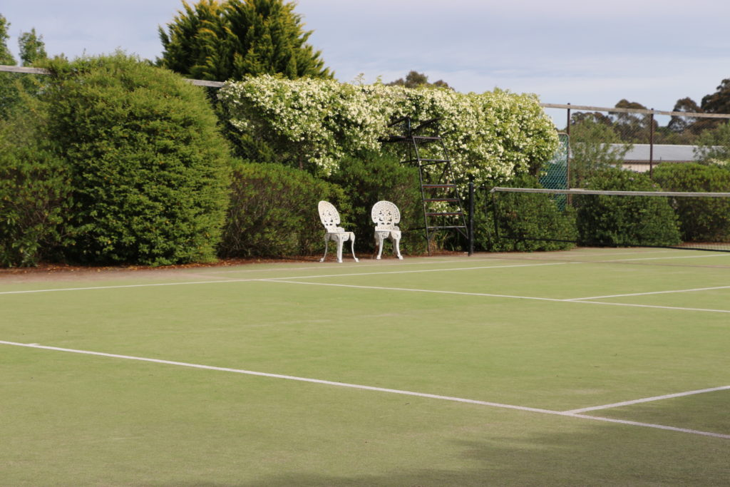 Bundanoon-hotel-nsw-pubrooms-tennis-court