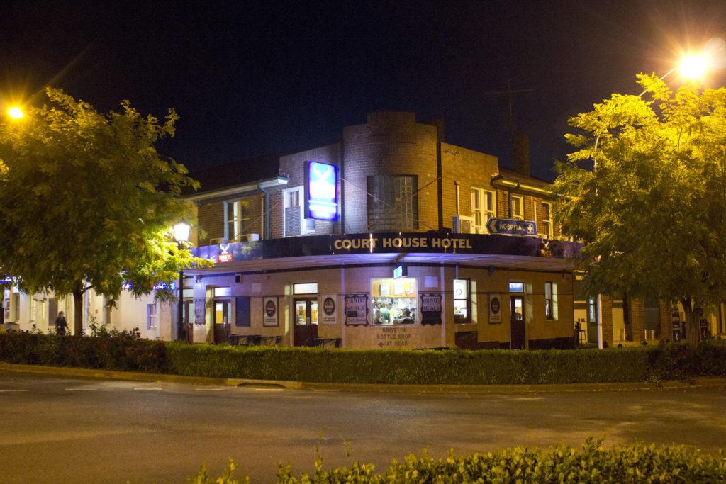 Court-House-Boorowa-NSW-pub-hotel-accommodation-hotel-front