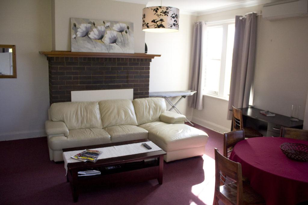 Court-House-Boorowa-NSW-pub-hotel-accommodation-bedroom2