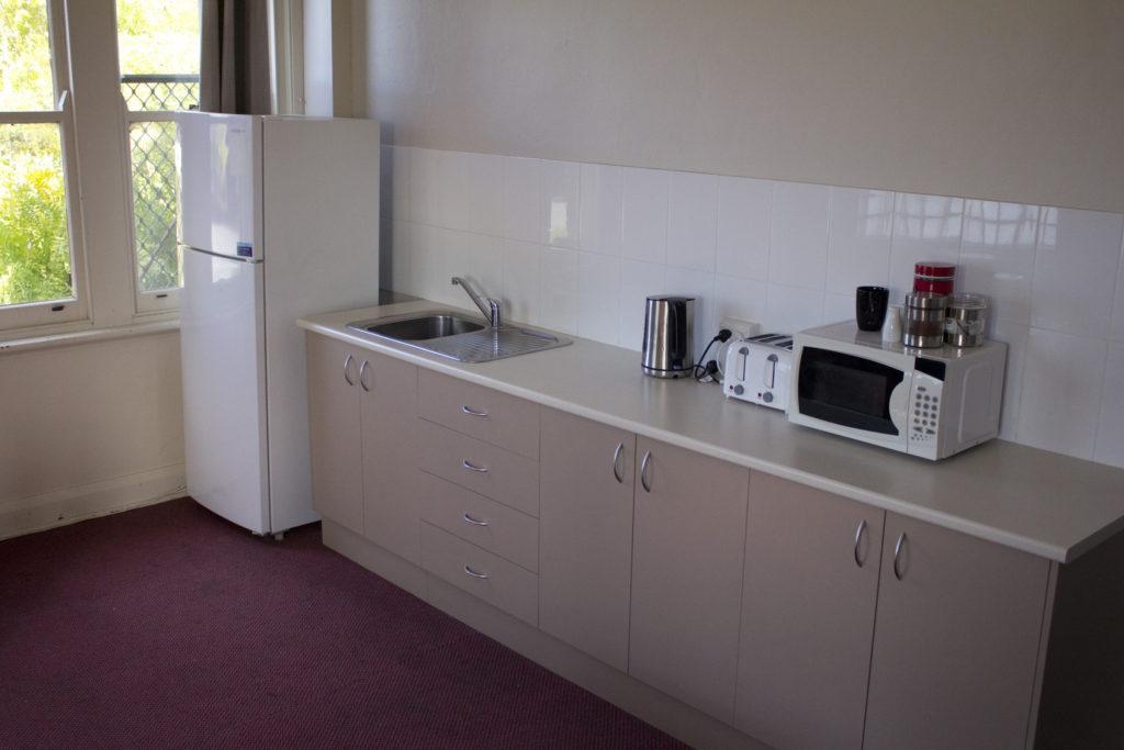 Court-House-Boorowa-NSW-pub-hotel-accommodation-kitchen
