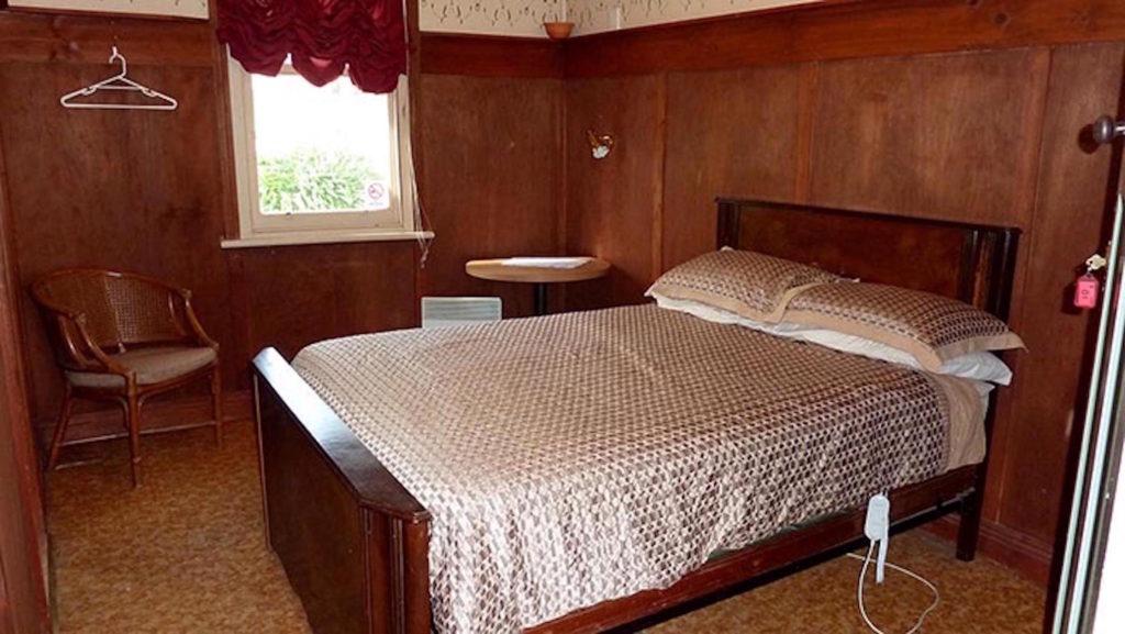 Little-river-inn-ensay-vic-pub-hotel-accommodation-double-room