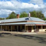 Little-river-inn-ensay-vic-pub-hotel-accommodation-hotel-front