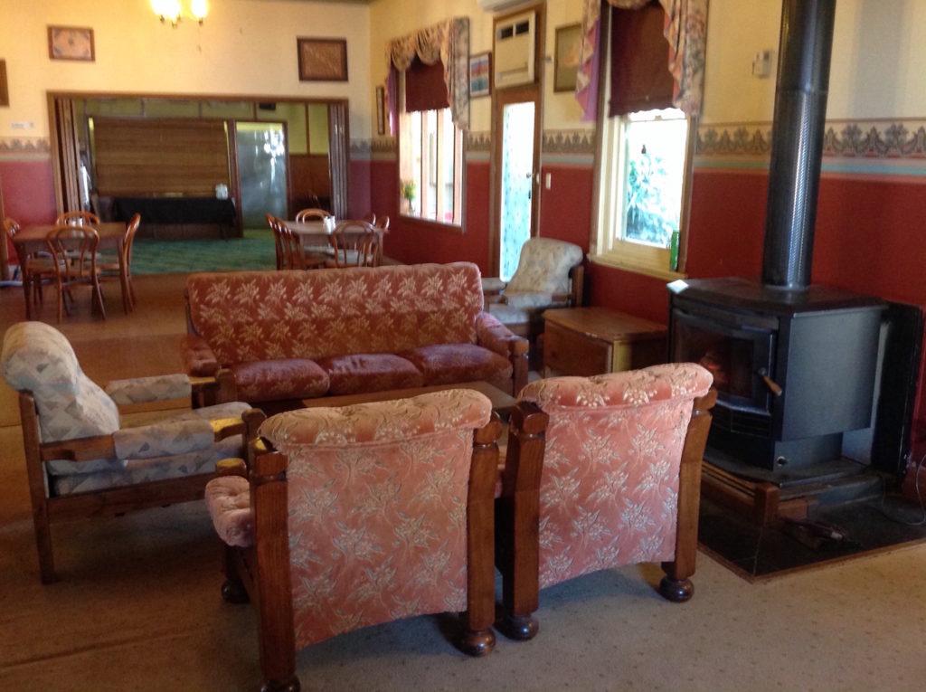 Little-river-inn-ensay-vic-pub-hotel-accommodation-living-area