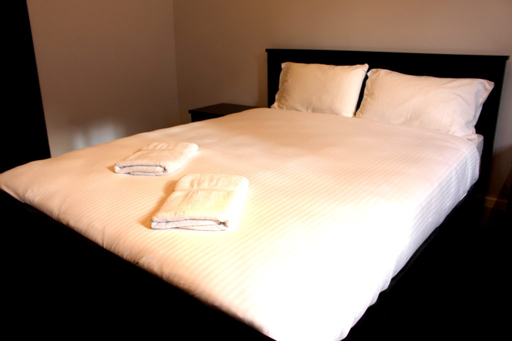 Royal-hotel-ryde-nsw-pub-accommodation-queen-single-room9