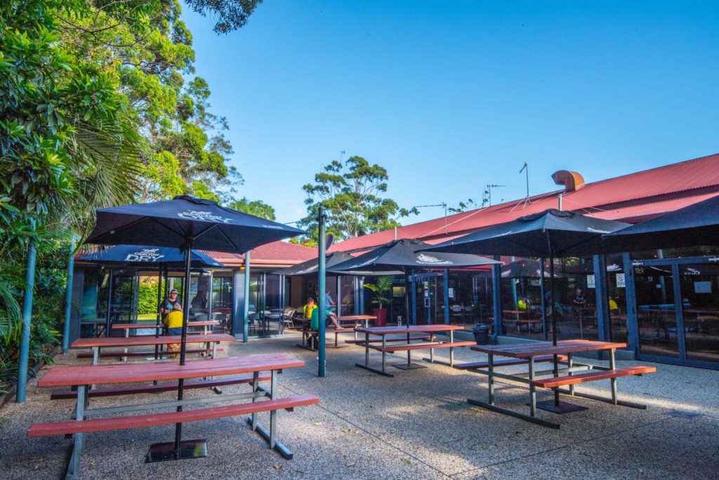 Settlers-inn-port-macquarie-nsw-pub-hotel-accommodation-exterior