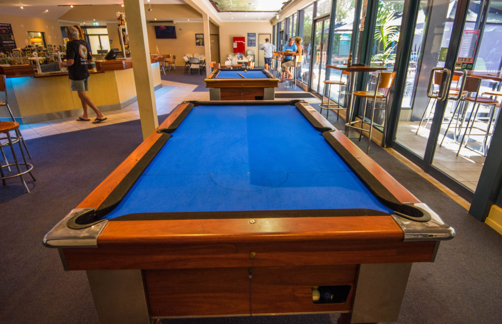 Settlers-inn-port-macquarie-nsw-pub-hotel-accommodation-pool-table