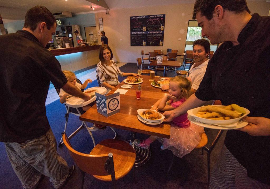 Settlers-inn-port-macquarie-nsw-pub-hotel-accommodation-restaurant