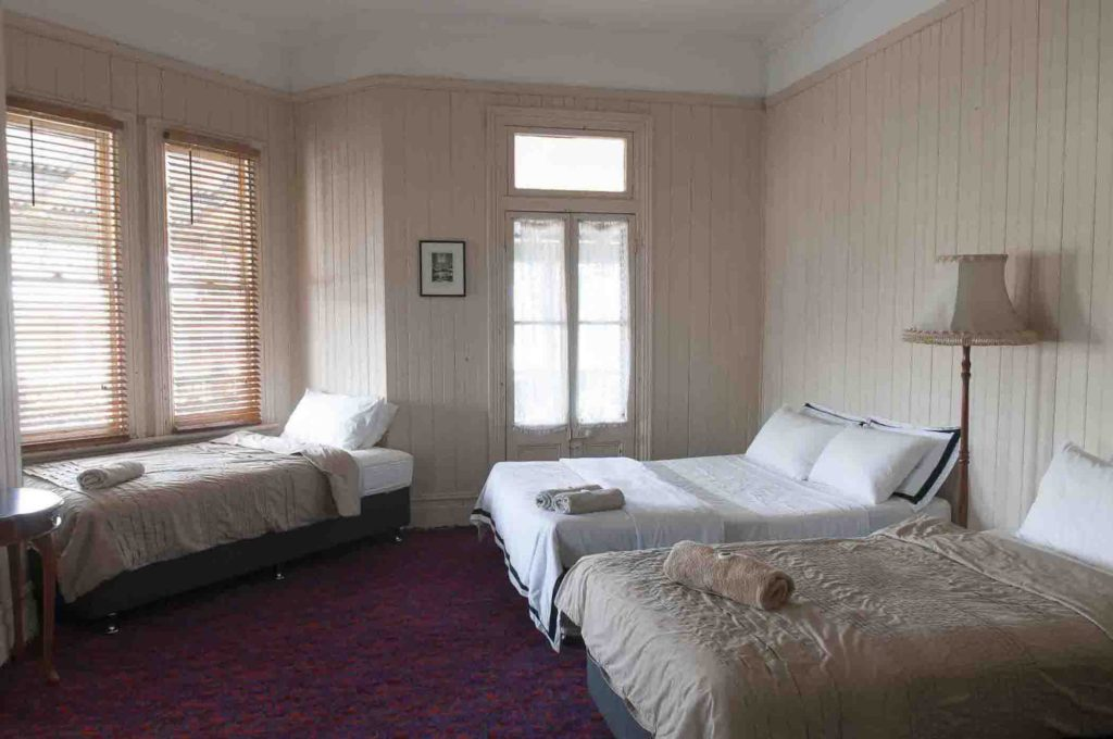 ulmarra-hotel-nsw-hotel-pub-accommodation-bedroom