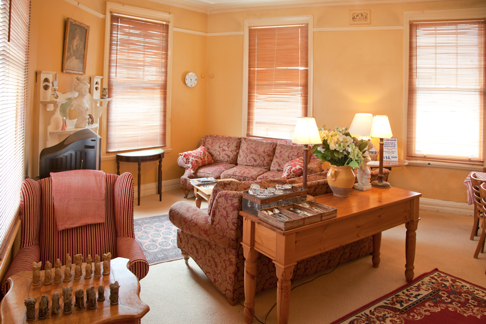 australian-heritage-Hotel-NSW-pub-hotel-accommodation-common-room1
