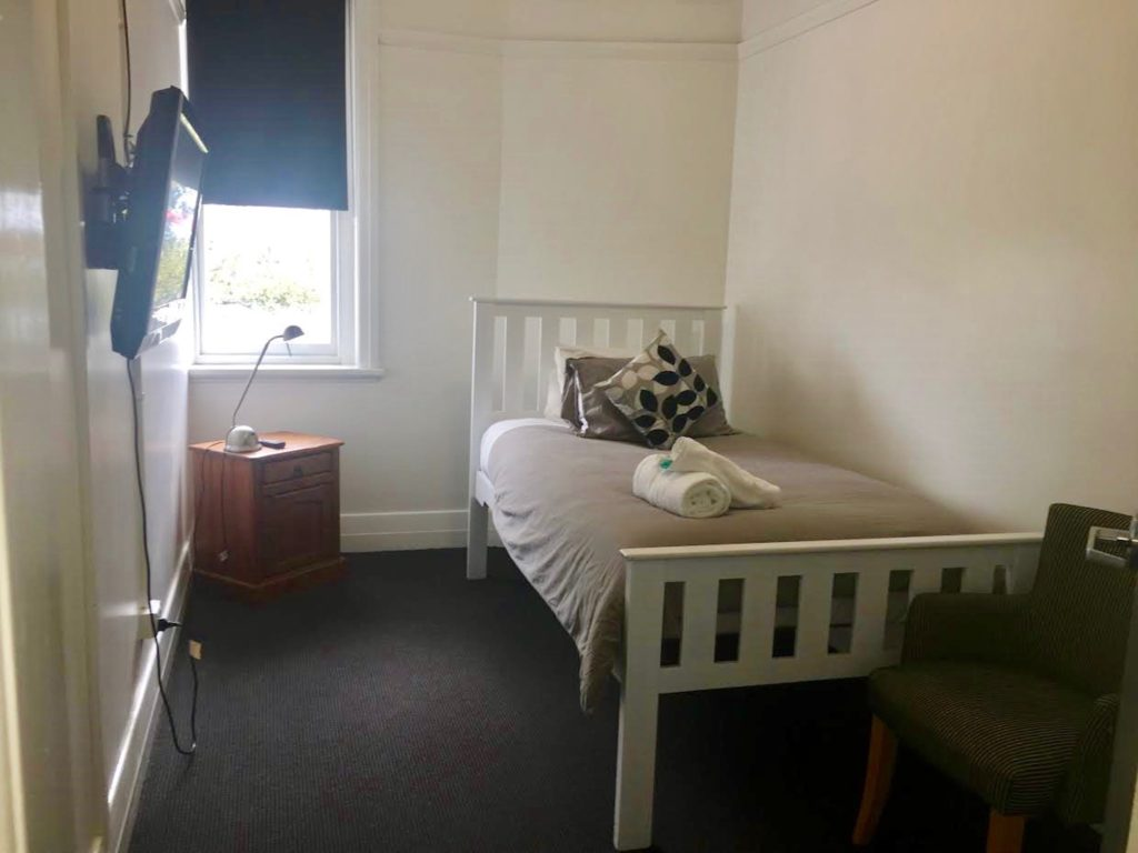 boatrowers-hotel-stockton-nsw-pub-hotel-accommodation-single-room1
