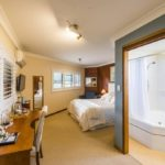 rooftops-bed-and-breakfast-ulmarra-nsw-accommodation-queen-room-with-spa-bath