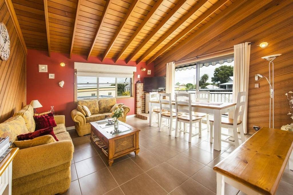 rooftops-bed-and-breakfast-ulmarra-nsw-accommodation-shared-lounge