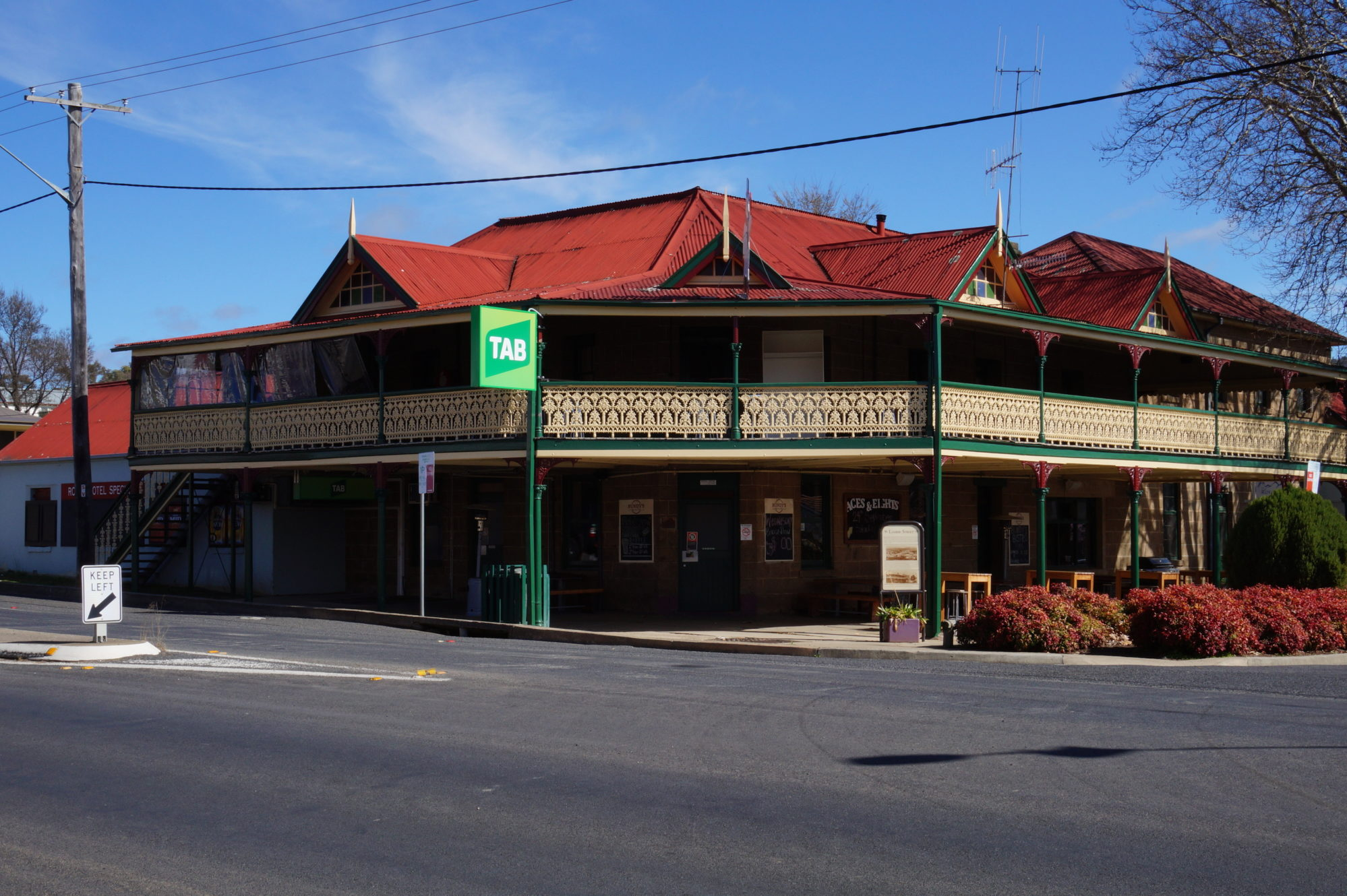 royal-hotel-cooma-pub-accommodation-exterior3
