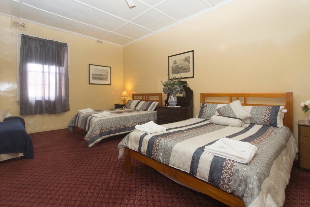 southern-railway-hotel-nsw-goulburn-pub-accommodation-family-room5