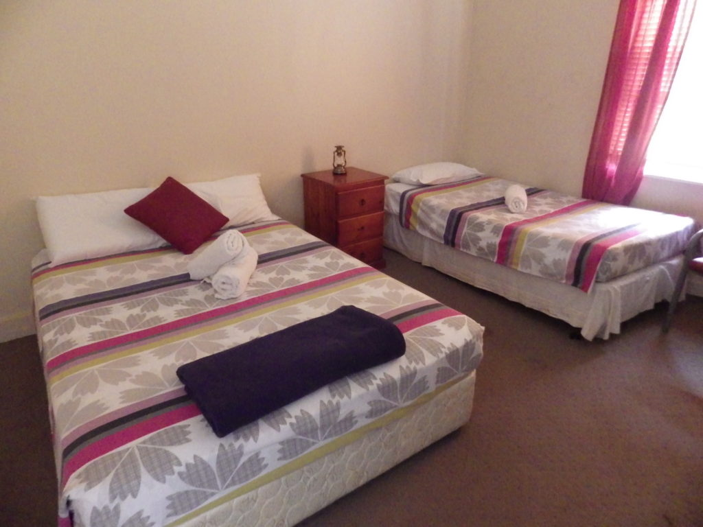 victoria-hotel-moonan-flat-pub-accommodation-room-double-room1