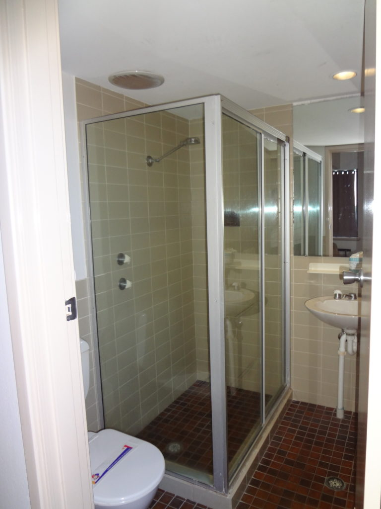 Amaroo-hotel-dubbo-budget-accommodation-nsw-bathroom