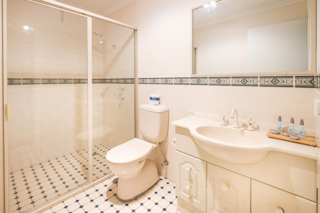Peel-inn-nundle-nsw-pub-hotel-accommodation-bathroom