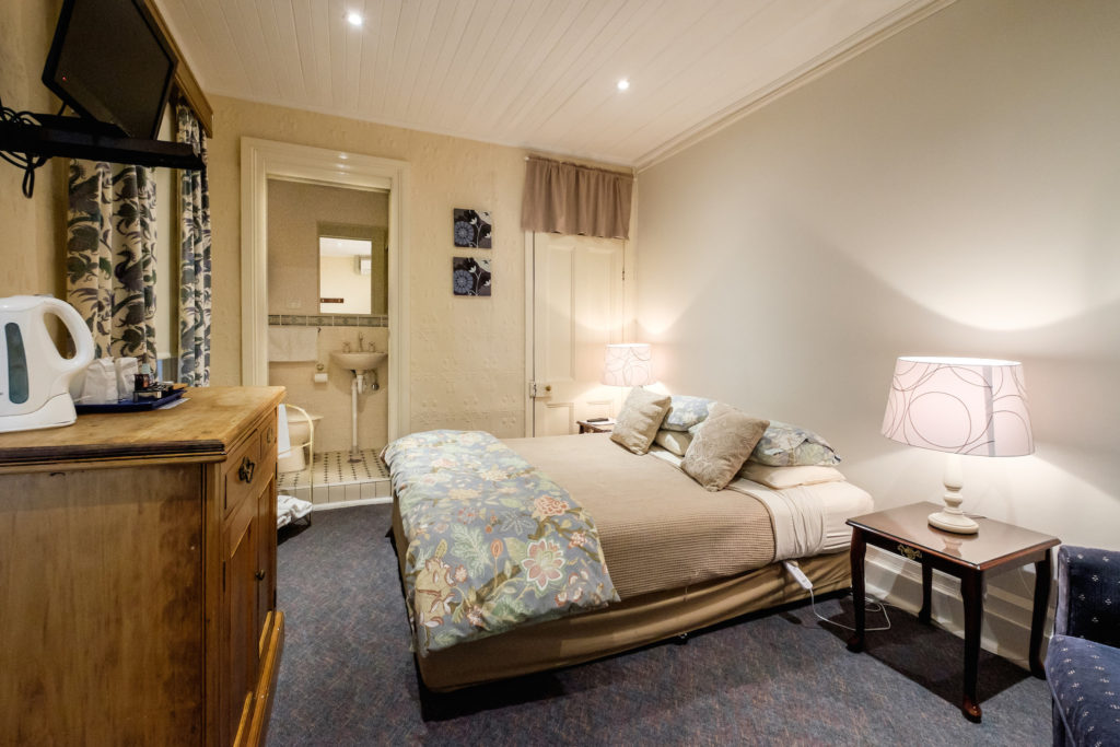Peel-inn-nundle-nsw-pub-hotel-accommodation-bedroom