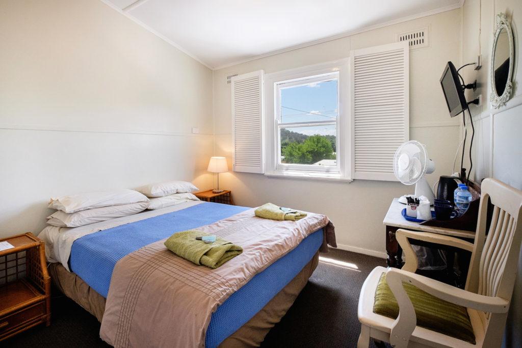 Peel-inn-nundle-nsw-pub-hotel-accommodation-room1