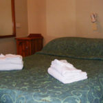 Rod-n-Reel-Hotel-Motel-Woodburn-Pub-Rooms-Australia-double-room copy