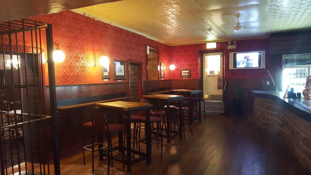 Wisemans-Ferry-Inn-nsw-pub-hotel-accommodation-bar3