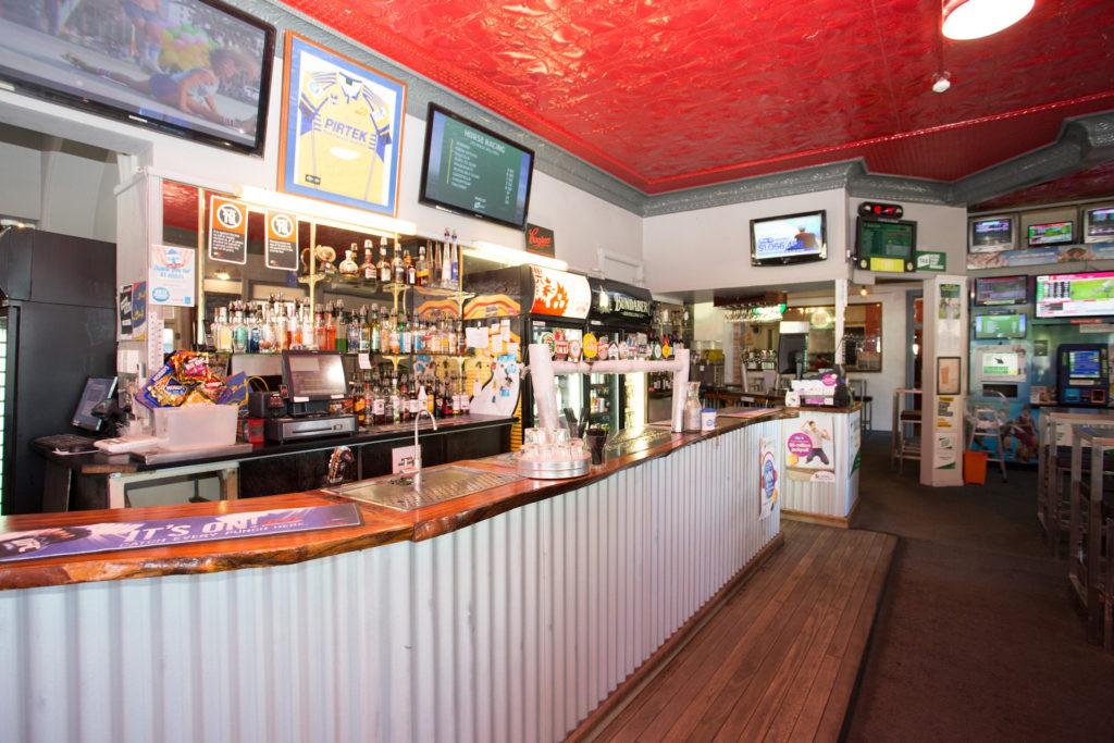 australian-hotel-south-grafton-nsw-pub-accommodation-bar4 copy