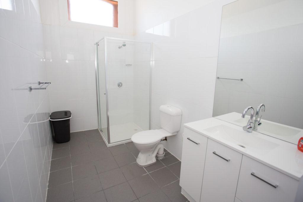 australian-hotel-south-grafton-nsw-pub-accommodation-shared-bathroom2 copy