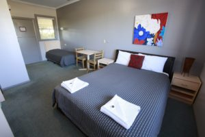 tea-gardens-hotel-nsw-pub-accommodation-queen-single-room1 copy