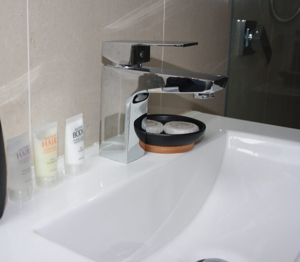 Annandale-Hotel-NSW-pub-accommodation-double-room-ensuite7 copy