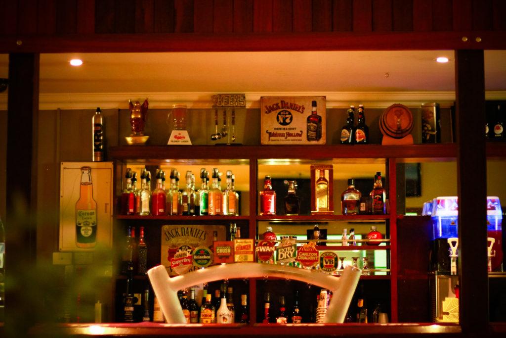 ravenswoodhotel-pub-wa-accommodation-bar