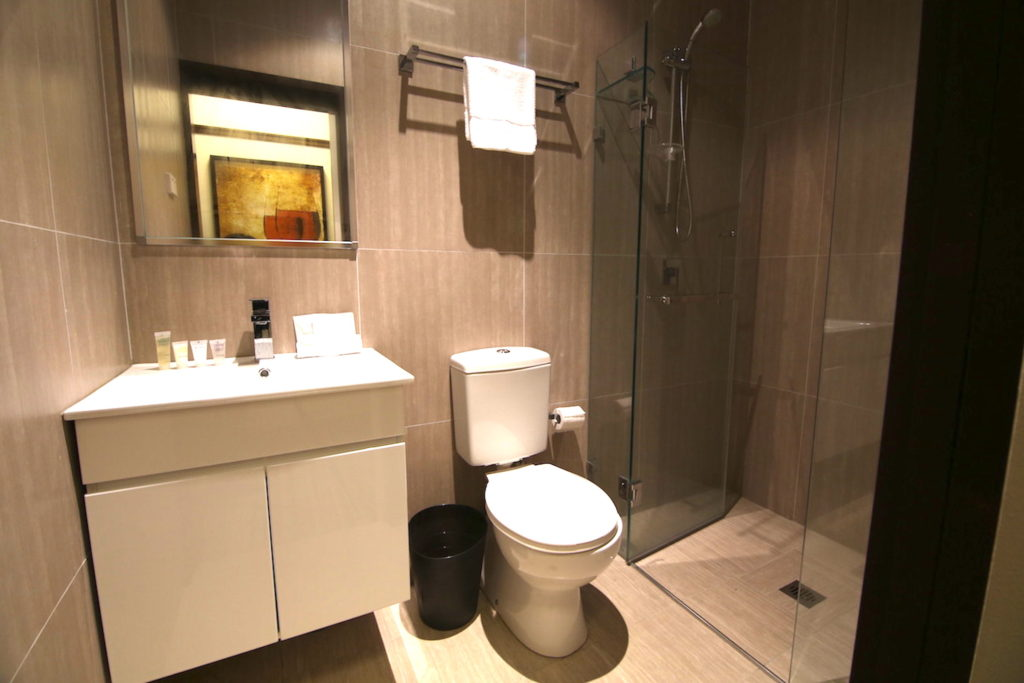 Southern-Cross-Hotel-Sydney-nsw-pub-accommodation-bathroom1