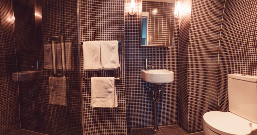crown-hotel-surry-hills-accommodation-bathroom