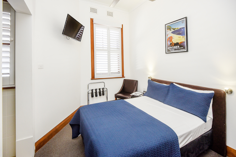 Pier-hotel-coffs-harbour-nsw-accommodation-boutique-queen-ensuite-bathroom
