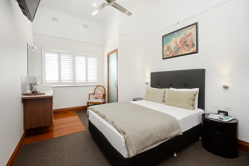 Pier-hotel-coffs-harbour-nsw-accommodation-deluxe-boutique-queen-ensuite-bathroom