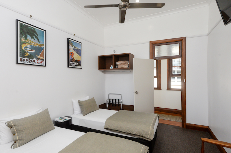 Pier-hotel-coffs-harbour-nsw-accommodation-twin-room-shared-bathroom