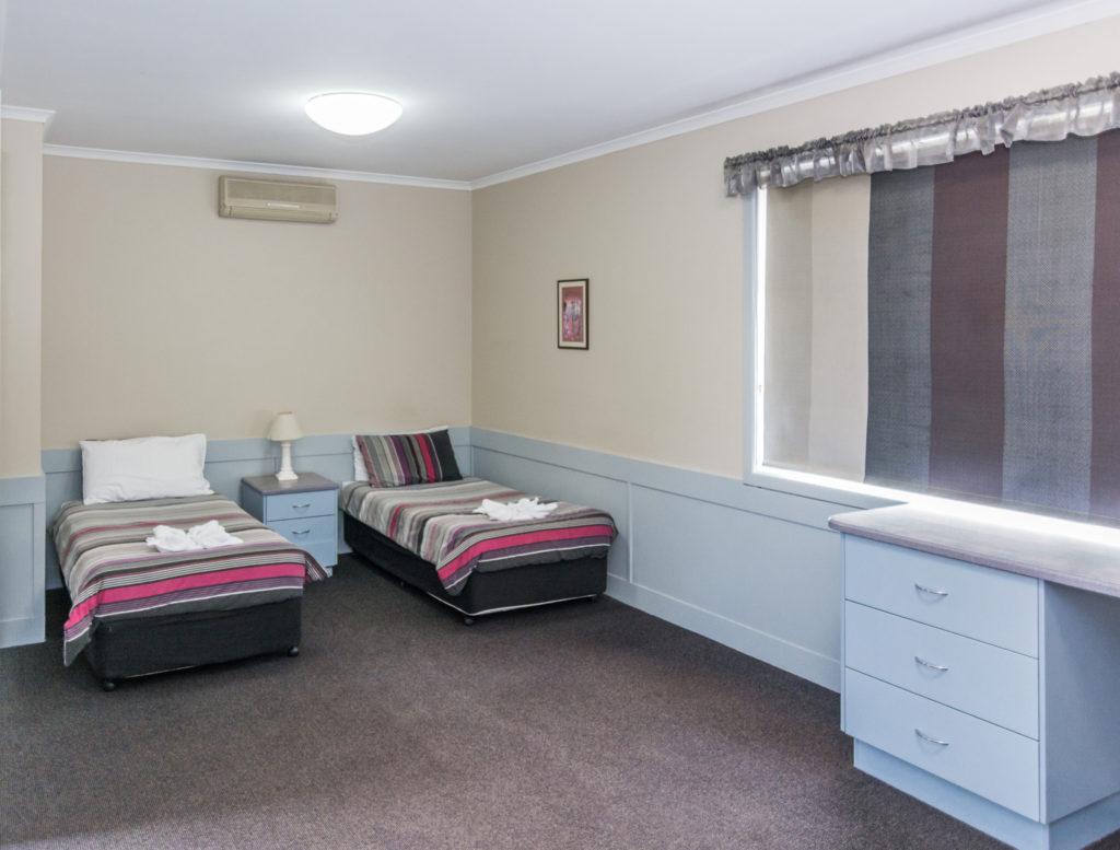 merimbula-lakeview-hotel-nsw-pub-accommodation-superior-family-room7 copy