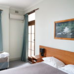 hurstville-ritz-hotel-motel-nsw-pub-accommodation-triple-room-shared-bathroom1