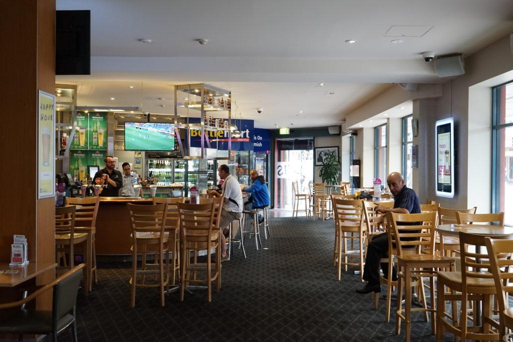 oasis-on-beamish-hotel-nsw-pub-accommodation-bar2