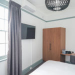 oasis-on-beamish-hotel-nsw-pub-accommodation-king-room-shared-bathroom5