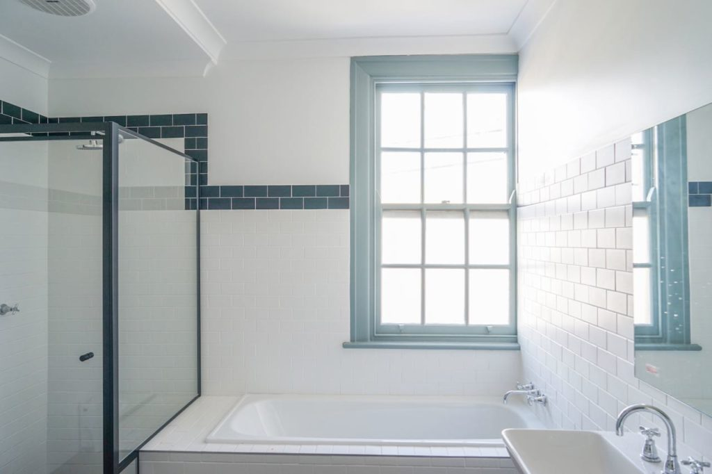 oasis-on-beamish-hotel-nsw-pub-accommodation-shared-bathroom4 copy 2