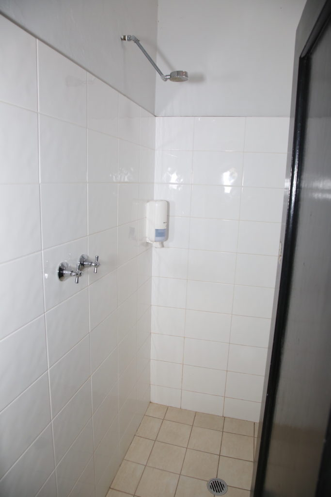 lakes-hotel-shower