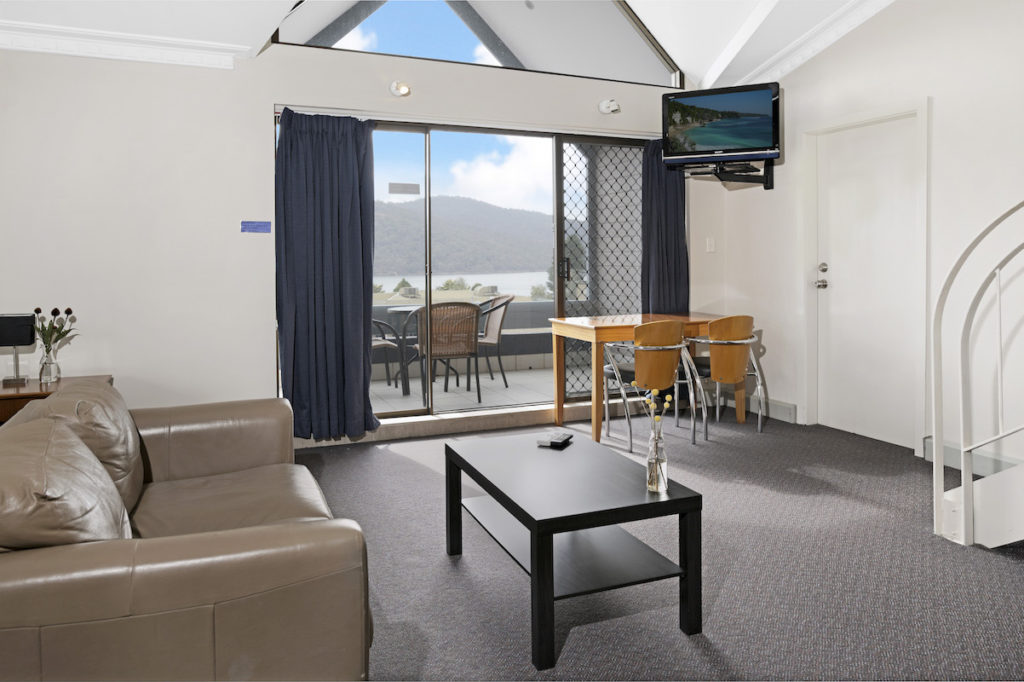 banjo-paterson-inn-Jindabyne-nsw-pub-accommodation-lakeview-apartment