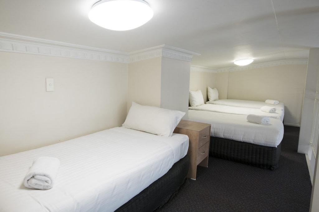 banjo-paterson-inn-Jindabyne-nsw-pub-accommodation-lakeview-apartment