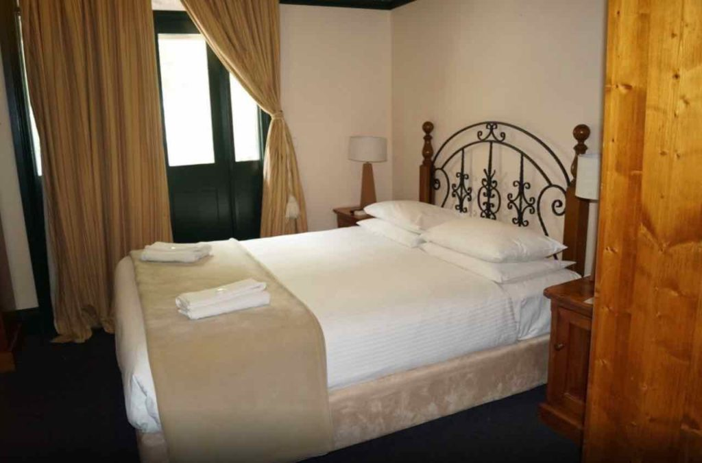 glasgow-arms-hotel-ultimo-nsw-sydney-pub-accommodation-queen-room-with-balcony4