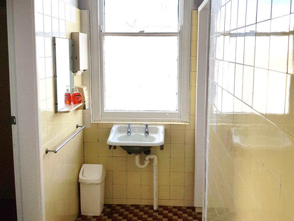 duke-of-wellington-hotel-newcastle-accommodation-new-lambton-nsw-pub-accommodation-sharedbathroom-2