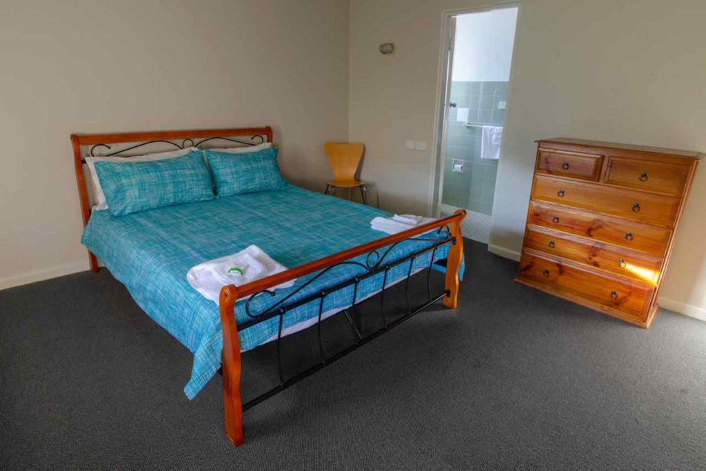 figtree-hotel-figtree-nsw-pub-accommodation-queen-room6 copy