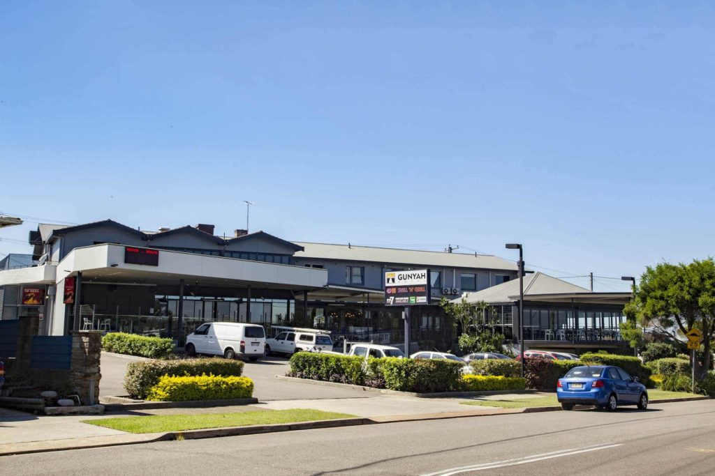 gunyah-hotel-belmont-nsw-pub-accommodation-exterior1 copy