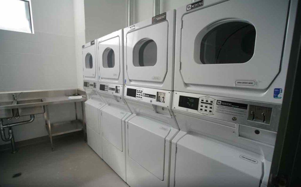 coolangatta-sands-hotel-qld-pub-accommodation-laundry copy