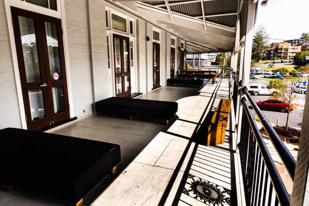 coolangatta-sands-hotel-qld-pub-accommodation-verandah1 copy